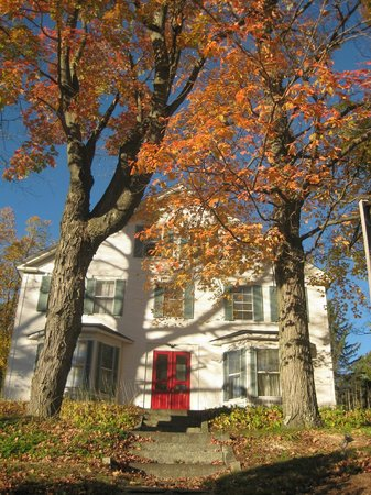 Bridges Inn at Whitcomb House : Autumn at the inn