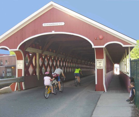Bridges Inn at Whitcomb House : Thompson Covered Bridge, a stone's throw from the inn