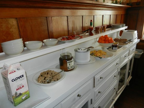 Weller House Inn: Breakfast Buffet Items
