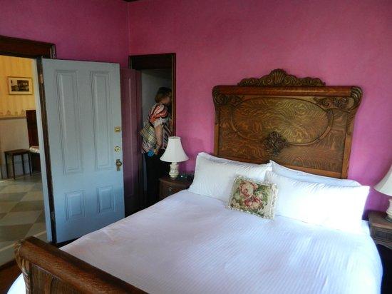 Weller House Inn: The Rose Room