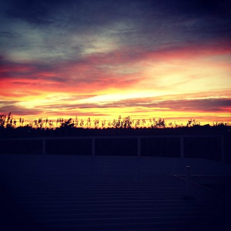 Marlborough Vintners Hotel: sunrise over the hotel
