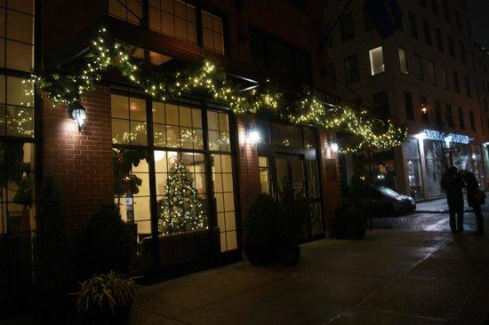 Hilton Garden Inn New York/Tribeca : Outside Hotel