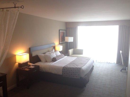 Crowne Plaza Hollywood Beach: Room.