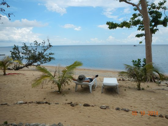 Cashew Grove Beach Resort: Absorbing the sun and sea breeze.
