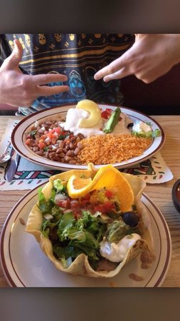 El Paraiso Family Mexican Restaurant : Taco sala and seafood chimichanga very good
