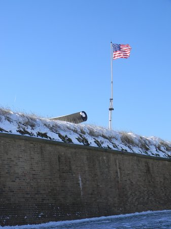 Fort McHenry National Monument : The huge flag of Fort McHenry