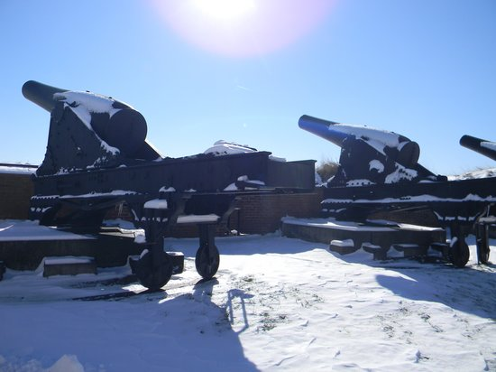 Fort McHenry National Monument : Fort McHenry's civil war canons