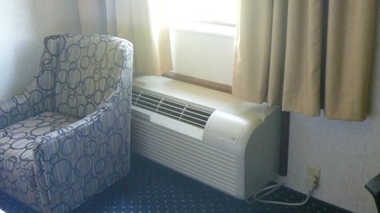 Quality Inn Auburn Hills: air conditioner