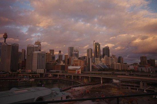 Novotel Sydney on Darling Harbour : Darling Harbour through dirty windows