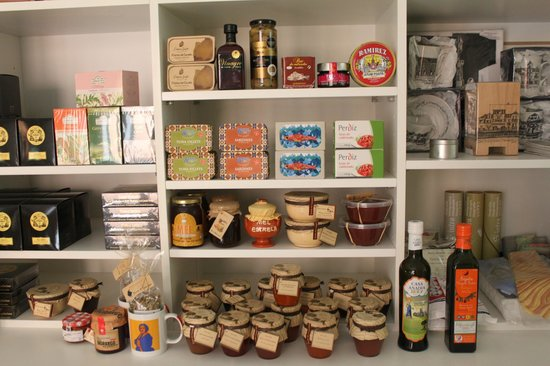 Some of the products for sale in Espaco Edla
