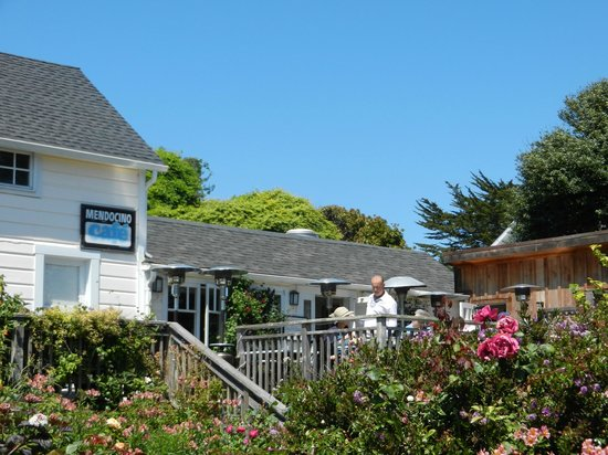Mendocino Cafe: Unassuming exterior, delightful deck nearby