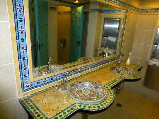 Mount Zion Hotel : public bathroom