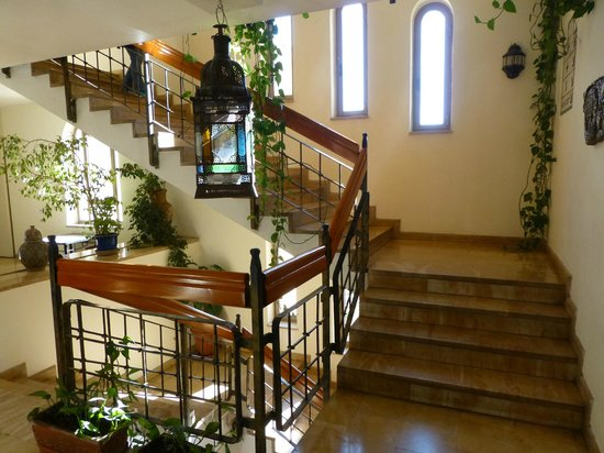 Mount Zion Hotel: staircase