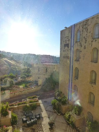 Mount Zion Hotel : Exterior