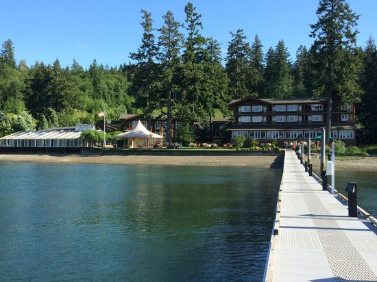 Alderbrook Resort & Spa: View back at Alderbrook from dock