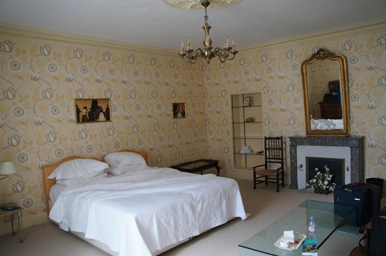 Les Cordeliers Bed and Breakfast : Large bedroom