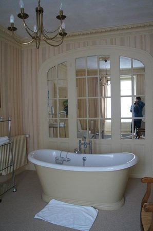 Les Cordeliers Bed and Breakfast : Our bathroom didn't have a normal shower but it was still OK