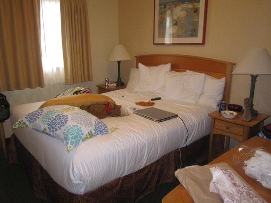 Schooner's Cove Inn: private bedroom