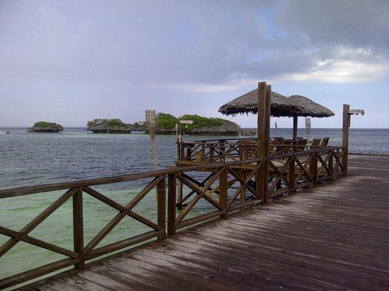 Patuno Resort Wakatobi: Suasana restaurant laut yang menarik