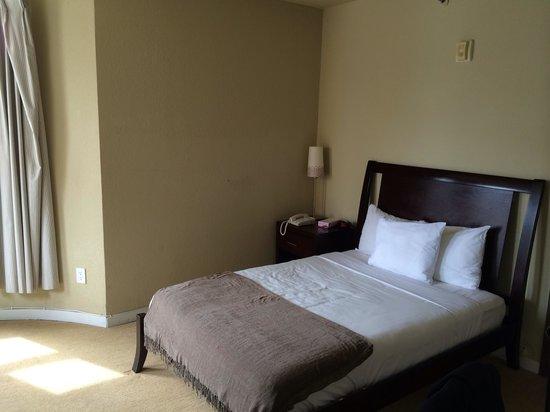Casa Loma Hotel: Bed
