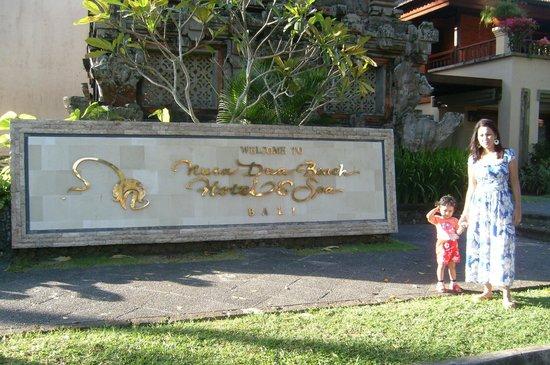 Nusa Dua Beach Hotel & Spa: Entrance