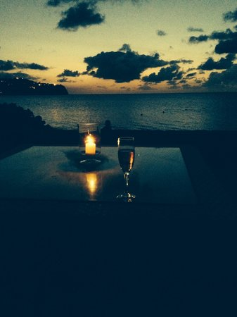 Rendezvous Resort: Champagne sunsets