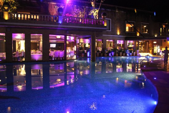 Della Adventure Resorts: swimming and 24 hrs cafe