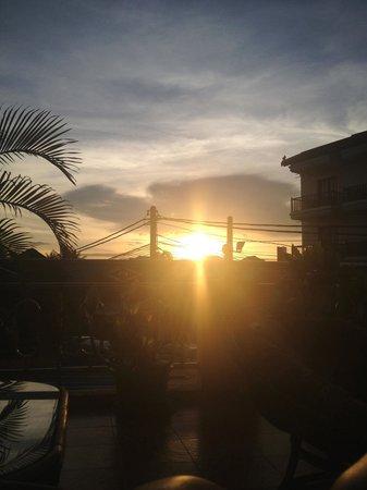 Hostel Siem Reap: Sunset from the big terrace