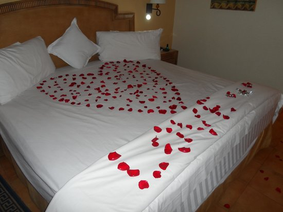 Barcelo Maya Colonial: Our room decorated after the wedding :)