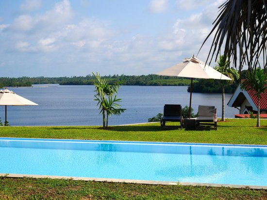 Kalla Bongo Lake Resort : Over the pool