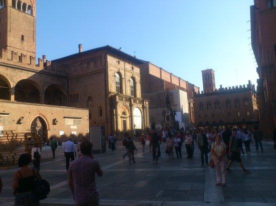 Piazza Maggiore : 煉瓦がオシャレ