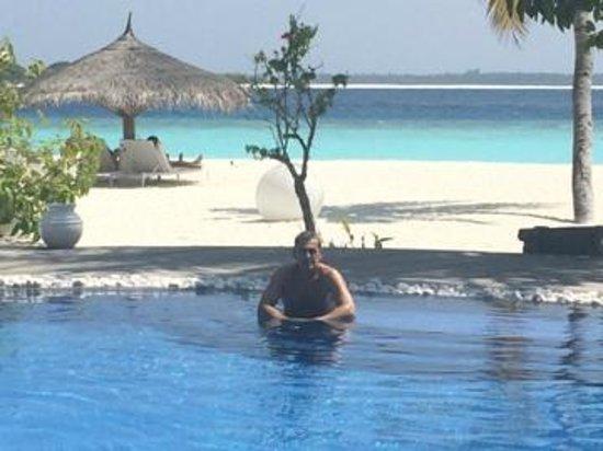 Kihaad Maldives: piscina y playa