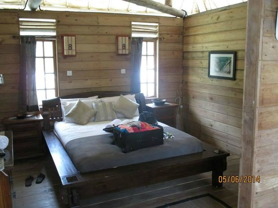 Telunas Beach Resort: Room - bathroom and balcony to the left, nook with bunk beds to the right