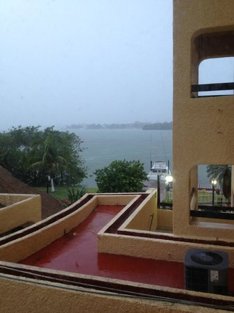 Cancun Clipper Club : Rainy Mexico for a few hours only