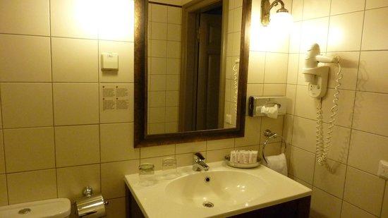 Europa Royale Riga: Room bathroom