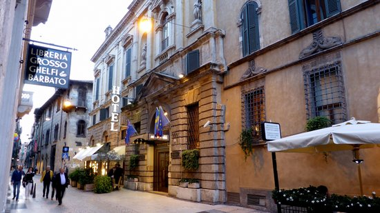 Accademia Hotel: Front of the hotel
