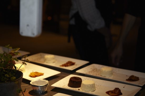 Grilleriet Kobenhavn: Desserten bliver anrettet