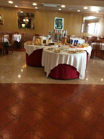 Turim Lisboa Hotel: Mesa de pães