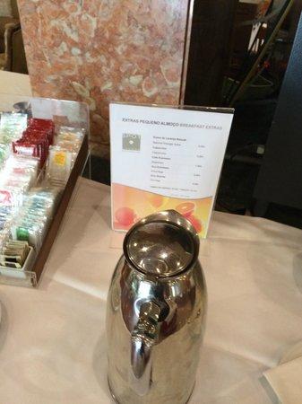 Turim Lisboa Hotel: Itens cobrados no café