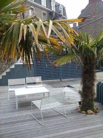 Hotel Eden : Jardin vu de la terrasse