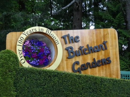 Butchart Gardens : welcome sign