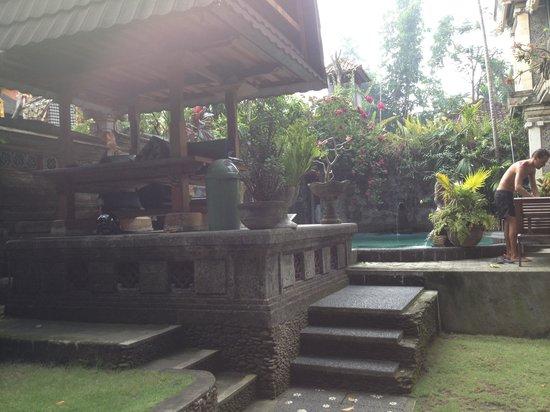 Sania's House Bungalows: La piscine