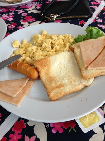 Deevana Plaza Krabi Aonang : Hotel breakfast