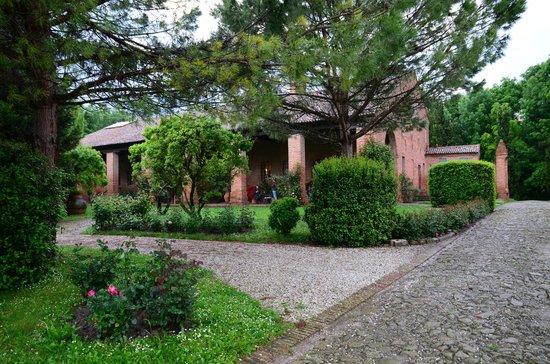 Agriturismo Tenuta Castel Venezze: stunning garden