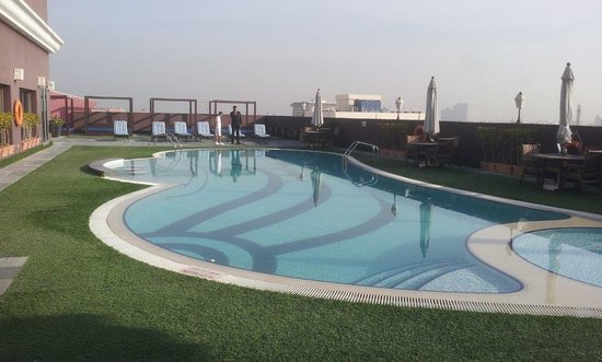 Royal Ascot Hotel: Excellent Rooftop Swimming Pool