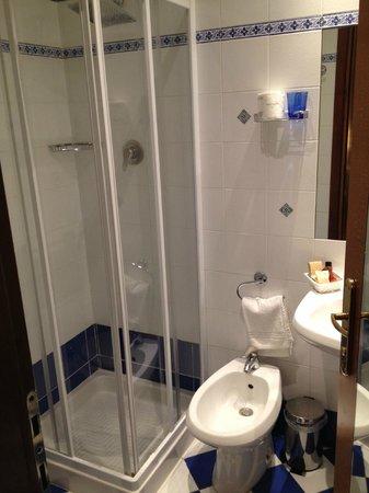 Hotel Sempione: Bathroom