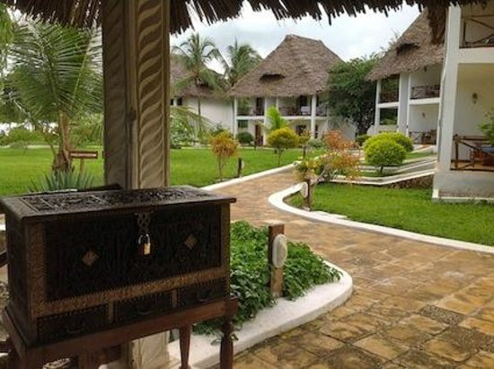 Ngalawa Beach Village: The hotel grounds & units.