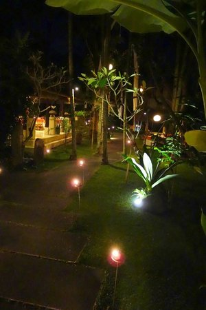 Komaneka at Monkey Forest: garden & dining room