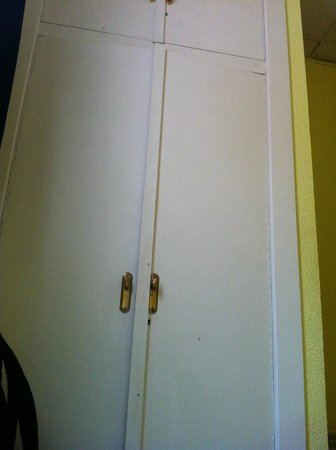 360 Hostel Madrid Malasana: Closet