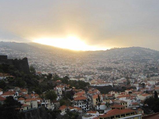Four Views Baia: Lever de soleil vue de la chambre
